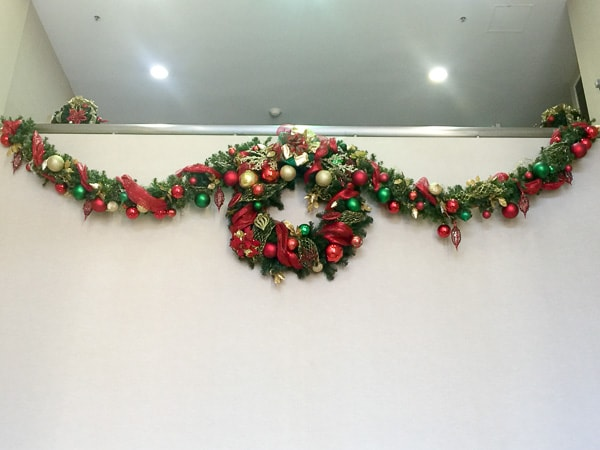ffice building holiday decorations - wreath and garland
